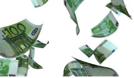 Falling 100 Bills-Euros