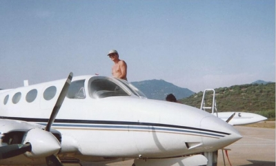 john-refueling-in-corsica